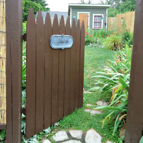 Diy rustic garden gate for Rustic garden gate designs