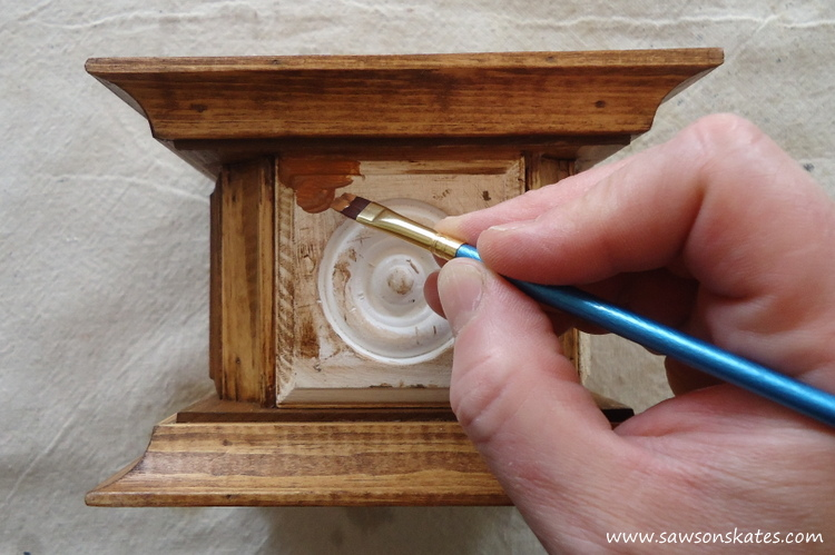 Easy wooden DIY candle holder - paint rosettes