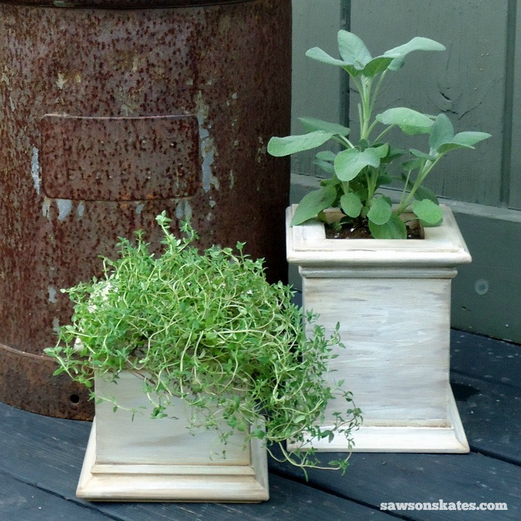 These wooden DIY outdoor planters are practically FREE... they're all made with scrap wood - Antiqued Wooden Patio Planter