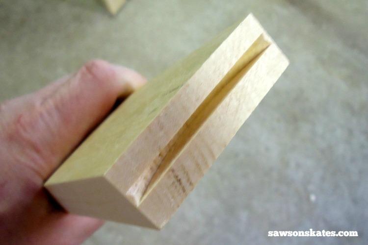 Looking for screen door ideas? Build your own wooden DIY screen door with these plans - biscuit slot