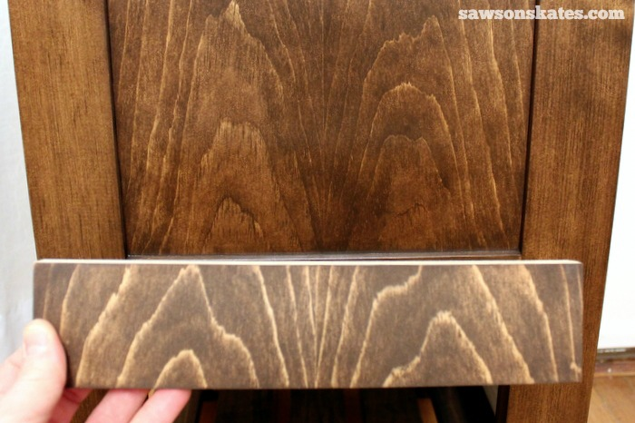 How to make tea stain and 3 advantages of tea staining wood DIY furniture - comparison of wood not treated with tea stain and wood treated with tea stain