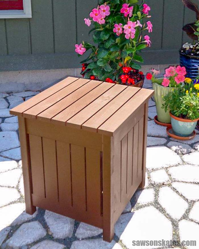 This is no ordinary DIY outdoor side table. Lift the top and there's a handy cooler for chilling summertime drinks! Perfect for your pool, deck, or patio.