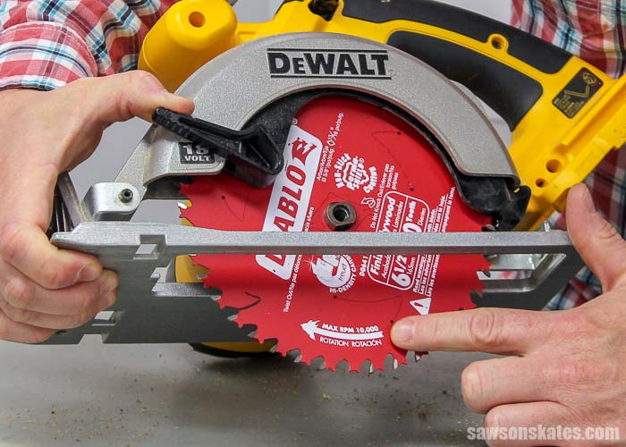 How to change a circular saw blade - the arrow or teeth must face towards the front of the saw