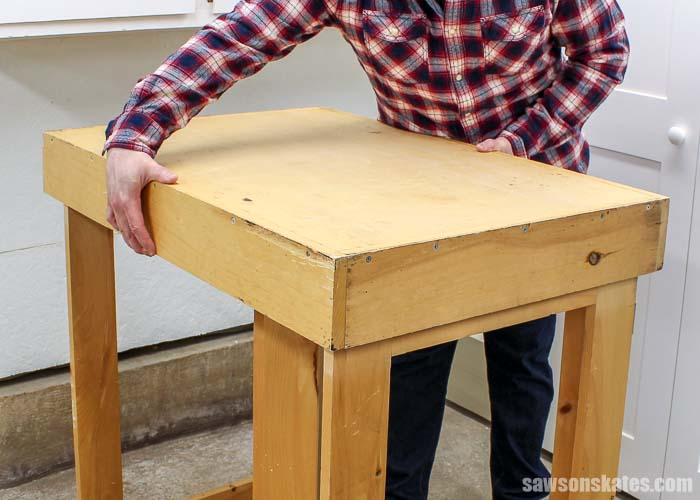Removing the top off of the DIY foldable workbench