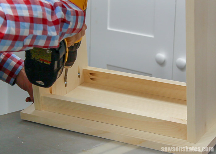 Attaching the top to a small DIY bookcase