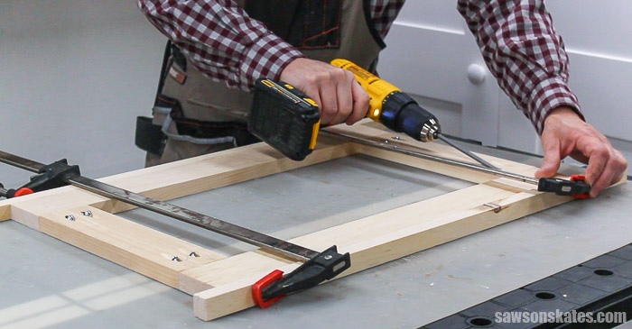 Assembling the door of a DIY display cabinet