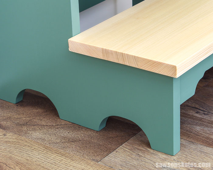 Curved leg detial of a DIY step stool