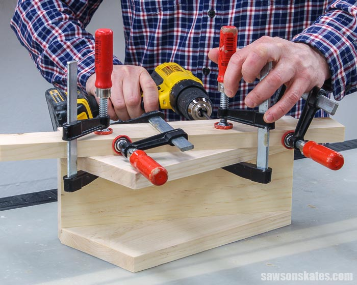 Attaching the right side to the left face of a DIY circular saw rack