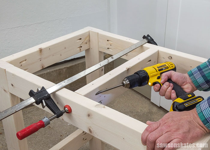 Driving screws to attach a stretcher for a small DIY tool stand