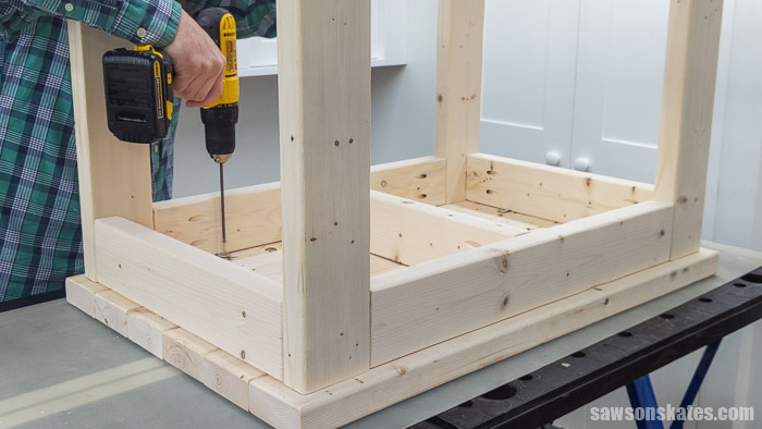 Attaching the top on a DIY power tool stand