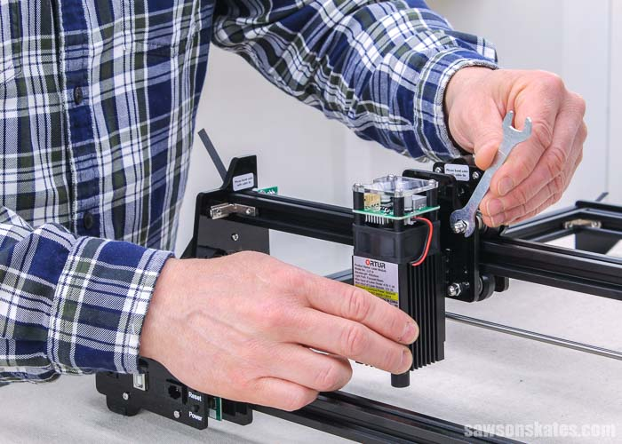 Using a wrench to attach the laser on an Ortur Laster Master 2
