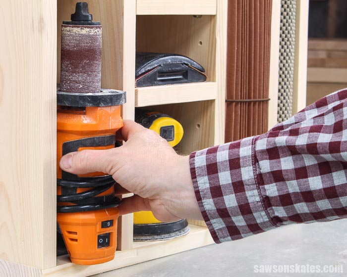 Hand removing a portable spindle from a DIY sander rack
